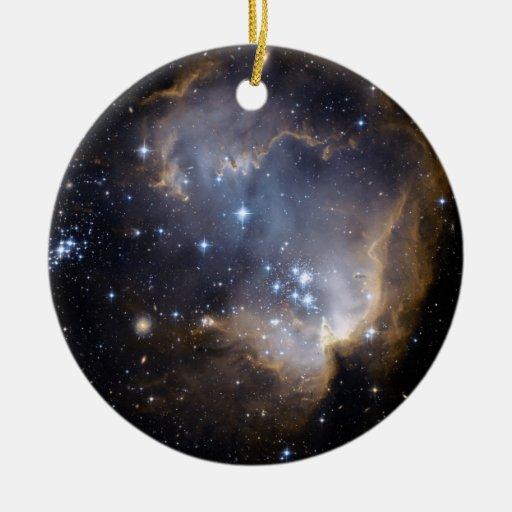 Estrellas brillantes de NGC 602 en la vía láctea Adorno Navideño Redondo De Cerámica