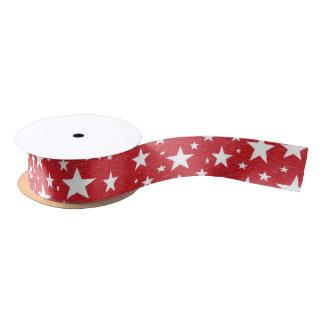 Estrellas con la cinta roja del fondo lazo de raso
