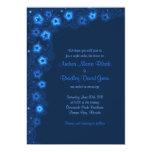 Estrellas de azules marinos elegantes que casan la invitación 12,7 x 17,8 cm