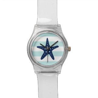 Estrellas de mar azules en la menta y las rayas ná reloj