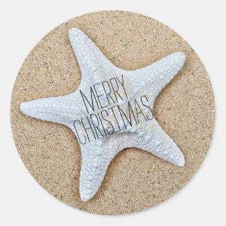 Estrellas de mar blancas de las Felices Navidad en Pegatina Redonda