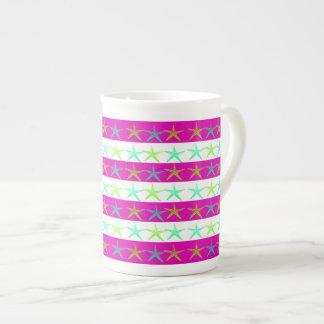 Estrellas de mar del tema de la playa del verano e taza de porcelana
