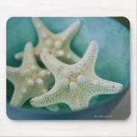 Estrellas de mar en cuenco tapete de ratón