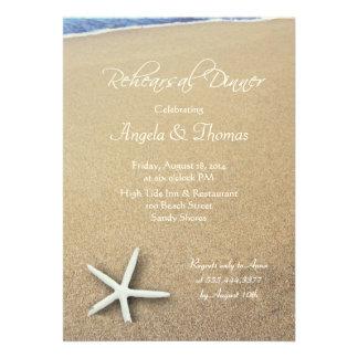 Estrellas de mar en la arena, invitación de la cen