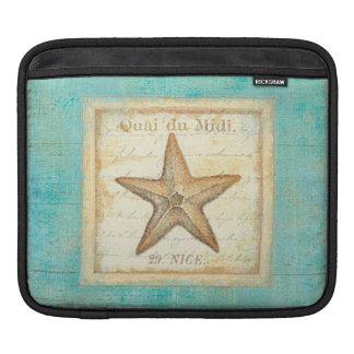 Estrellas de mar en la madera del trullo fundas para iPads