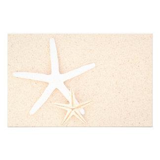 Estrellas de mar en los efectos de escritorio de l papeleria personalizada