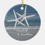 Estrellas de mar junto en el ornamento del navidad ornato