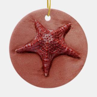 Estrellas de mar rojas adorno navideño redondo de cerámica