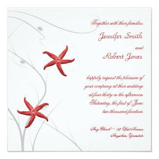 Estrellas de mar rojas con la invitación coralina
