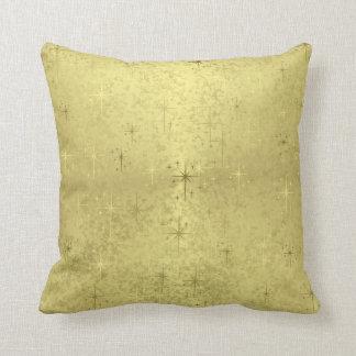Estrellas de oro del navidad en el papel de la hoj almohada