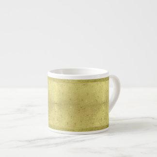 Estrellas de oro del navidad en el papel de la taza espresso
