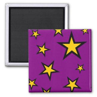 Estrellas del amarillo en púrpura imán cuadrado