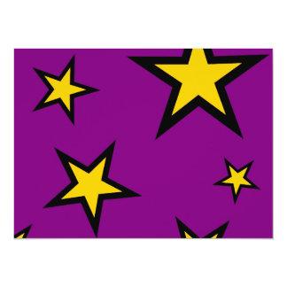 """Estrellas del amarillo en púrpura invitación 5.5"""" x 7.5"""""""