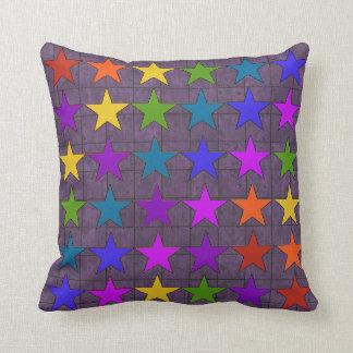 Estrellas del arco iris almohada