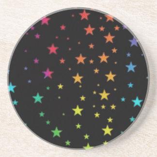 Estrellas del arco iris posavaso para bebida