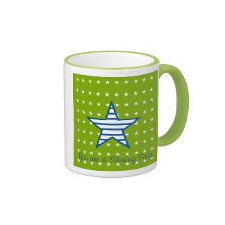 Estrellas del blanco y regalos azulverdes de las taza de dos colores
