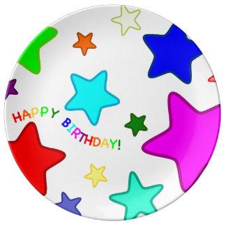 Estrellas del cumpleaños del arco iris platos de cerámica