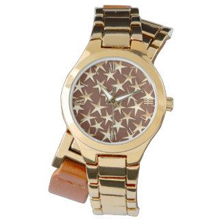 Estrellas del oro en marrón reloj