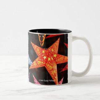 Estrellas del papel taza de café de dos colores