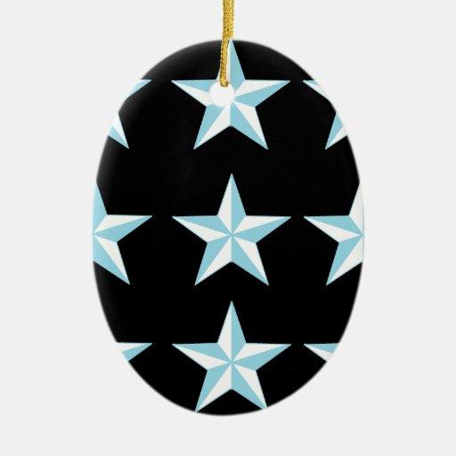 Estrellas del trullo y del negro adorno navideño ovalado de cerámica