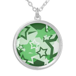 Estrellas del verde colgante redondo