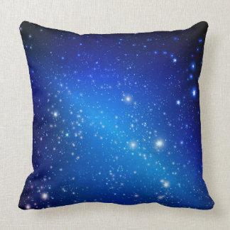 Estrellas en almohada de tiro del cielo