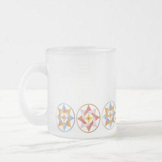 Estrellas en círculos que hacen juego el sistema - taza de cristal