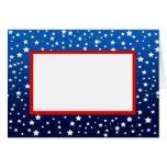 Estrellas en pendiente azul y tarjeta de nota roja