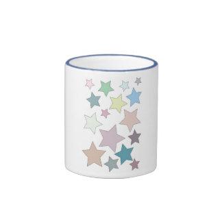 Estrellas en taza silenciada de los colores