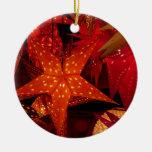 Estrellas festivas del navidad ornamente de reyes