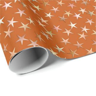 Estrellas metálicas, oro pálido y sombras del papel de regalo