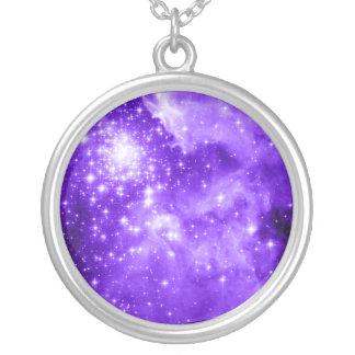 Estrellas púrpuras colgante redondo
