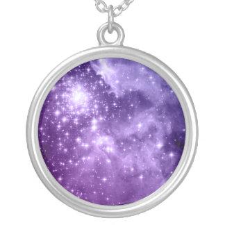 Estrellas púrpuras de la magia colgante redondo