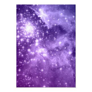 """Estrellas púrpuras de la magia invitación 5"""" x 7"""""""