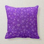 Estrellas púrpuras del brillo del añil almohada