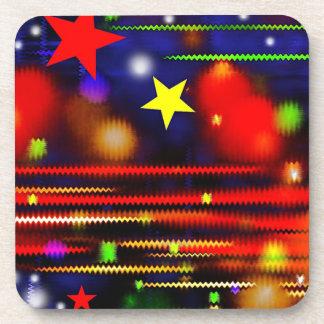 Estrellas que compiten con coloridas posavasos de bebidas
