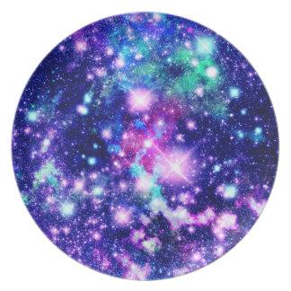 Estrellas rosadas y púrpuras de la galaxia platos