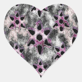 Estrellas tachonadas en mosaico negro pegatina en forma de corazón