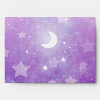 Estrellas y luna celestiales púrpuras del arte de  sobres
