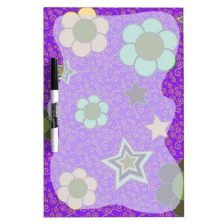 Estrellas y tablero de escritura de las flores pizarra blanca