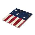 Estrellas y teja patriótica de las rayas