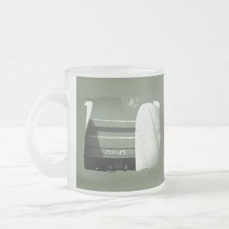 Estremecimiento de la tabla hawaiana de la resaca taza de café esmerilada