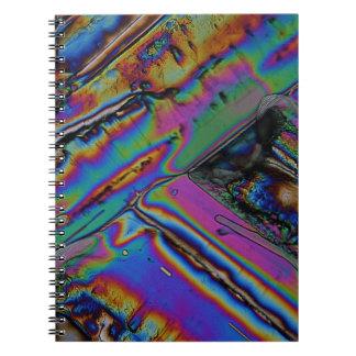 Estroncio debajo del microscopio libreta espiral