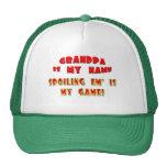 Estropeándolos regalos del día de padres del abuel gorro