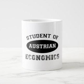 Estudiante de la economía austríaca taza grande