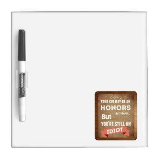 Estudiante de los honores pizarra blanca