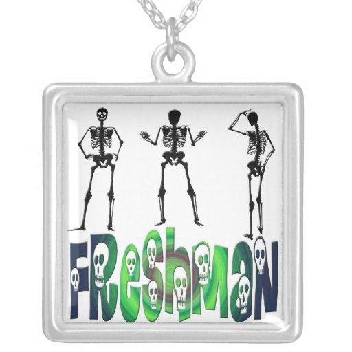 Estudiante de primer año - collar de los esqueleto