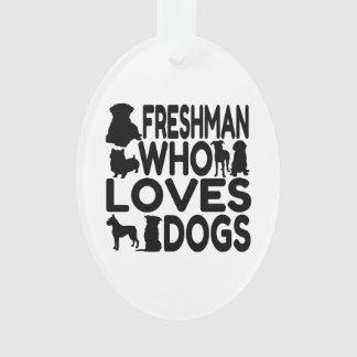 Estudiante de primer año que ama perros