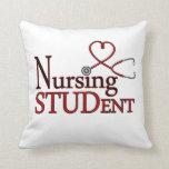 Estudiante del oficio de enfermera almohada