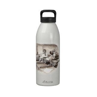 Estudiante del profesor de arte de la sala de clas botella de agua